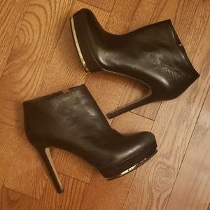 VINCE CAMUTO BLACK leather booties. Size 9.5